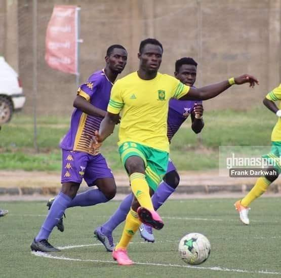 AshantiGold SC close in on former Ebusua Dwarfs midfielder Stephen Bentil