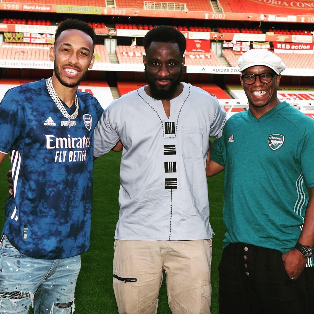 Aubameyang together with Kwaku Mensah (middle) with Arsenal legend Ian Wright