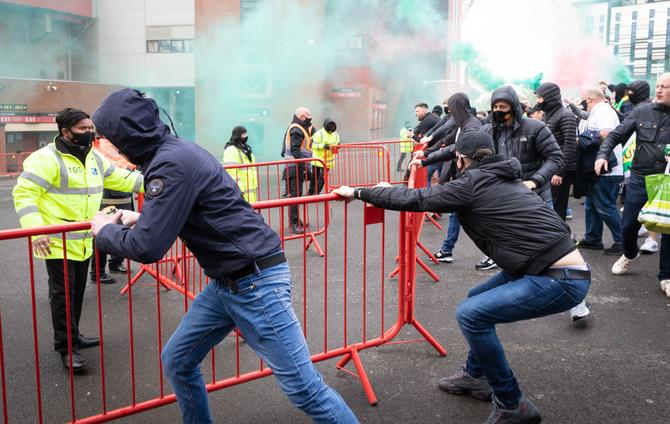 Klopp not surprised by Old Trafford protests but says violence against police crossed a line