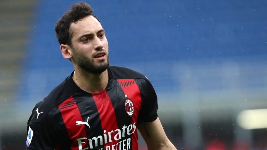 Inter confirm signing of Hakan Calhanoglu