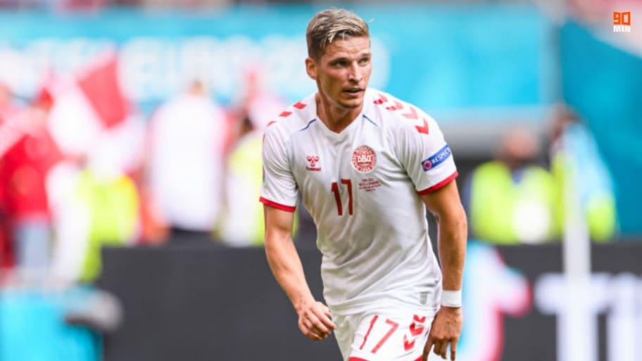 Galatasaray to pip Watford to signing of Jens Stryger Larsen