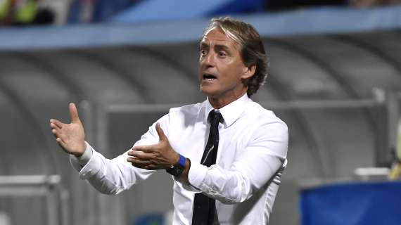 PREMIER - Mancini trolls England players: Let's not be like them