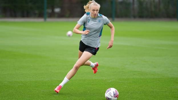 Esme Morgan: Manchester City and England defender out with leg fracture