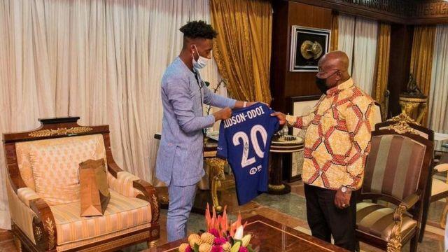 Hudson-Odoi met the President of Ghana Nana Akufo Addo in the summer